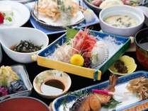 *【スタンダード夕食一例(おまかせ御膳)】北陸近海でとれる新鮮な旬のお造りをどうぞ