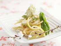 【一例】富山産の白エビのかき揚げ。さくさくの軽い食感です。