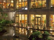 【日本庭園】夜はライトアップで違う表情