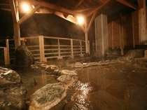 利根川を望む牧水の湯(大浴場)露天風呂
