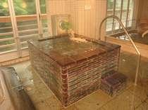群馬・月夜野の工芸品のガラスを使用した【日本初のクリスタル風呂】