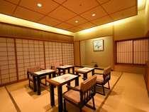 【四季亭】イス・テーブルのお食事もできます!