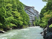 利根川のせせらぎと自然あふれる水上へ☆ロビーからは美しく雄大な谷川岳の絶景を堪能♪