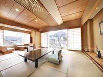 【高層階・川側】上層階の眺めの良いお部屋から渓流を望む客室まで・・