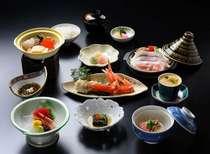 お夕食一例(こちらはイメージです)地元食材などを含めた約10品の懐石膳です。