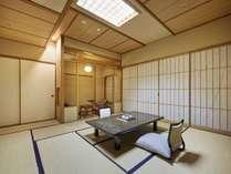 山側和室(高層階) 四季を楽しむことができるお部屋。