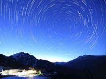 9月~12月はナイトクルーズプランを販売中。標高1300mの絶景の星空と世界的アートをご覧いただけます。