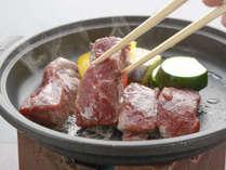 群馬が誇る地元ブランド「上州牛」を陶板焼きで。