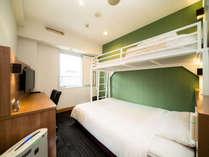 2名のお部屋はスーパールーム。ロフト式の2段ベッドです。