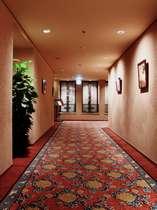 レストランフォーシーズンへは、エレベーターで地下1階に