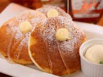 【スペシャルパンケーキ】メープルシロップは「ゴールデン」「アンバー」「ダーク」の3種をご用意。