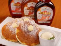 【スペシャルパンケーキ】外はふわっと中身はリコッタチーズのトロっとした食感が人気です。