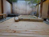 貸切で使える檜の露天風呂『たるまの湯』