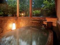 「やすらぎ樽風呂」ライトアップ青森ヒバ樽風呂