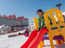 キッズパークは雪遊びデビューにもぴったり!チュービングやソリで雪遊び!(有料)