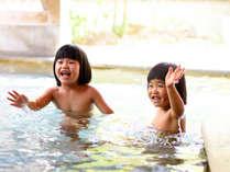 お子様も大満足な広々とした露天風呂