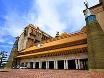 屋根瓦は、老中黄の瑠璃瓦。紫禁城と同じ窯元です