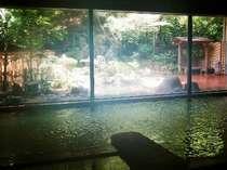 1階の大浴場。露天風呂と内湯を行ったり来たりしながら温泉三昧!あっという間に時が過ぎます。