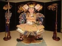 毎年4月、5月はロビーで武者人形を展示しております。