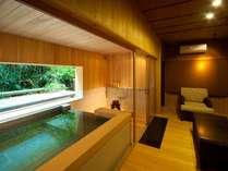 源泉貸切風呂『和楽』。自然を眺めながら至福の湯浴みをどうぞ。お客様だけの贅沢な空間と時間。