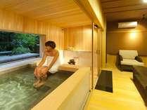 源泉貸切風呂『和楽』。静かに過ごしたい休日。森の中にいるような雰囲気の中で心の洗濯を・・・。