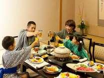 気兼ねなくのんびりとお食事。家族でお部屋食しましょ♪