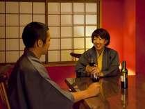 『松風庵』松声の間(102号室)の副室:ダイニニグ。ふたりでまったり♪カップル一押しのお部屋。