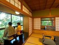 『松風庵』松径(106号室)。木々に囲まれた閑静な環境や源泉露天風呂をお楽しみ下さい。