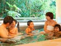 源泉貸切風呂『和楽』。家族全員でものびのびと入浴できる大きな貸切風呂です♪