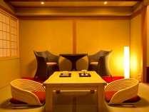 温泉露天風呂付き客室『孔雀殿・彩』のお部屋一例。おふたり様でのお篭り旅におすすめです。