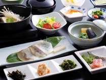 一泊朝食プランのイメージ。海の幸・山の幸で朝から元気いっぱい!※他プランの朝食は画像とは異なります