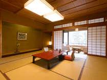 本館・標準客室の一例。お部屋は旅館らしく全て純和風のしつらえでございます。