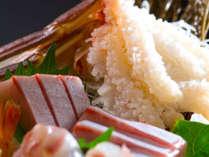 「活蟹尽くし懐石」では、ずわい蟹や寒ぶり、甘海老などの旬のお造りもお楽しみ頂けます。