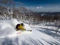 【夏油高原スキー場】日本屈指の積雪を誇る夏油高原スキー場。ゲレンデまで徒歩0分で宿泊滞在!