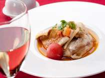 新潟産の黒ソイ、ホウボウ、帆立、エビのだしが美味しいソースをたっぷりお楽しみ下さい