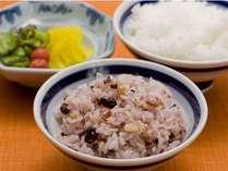 【朝食】人気の十六穀米も♪