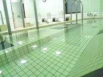 男性女性入替制浴場 『寝湯』カラン4ヵ所の中浴場です。