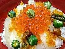朝食:イカ刺し丼 イカ刺しの上にイクラがたっぷり!