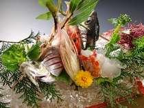 お夕食は地元の海の幸船盛り