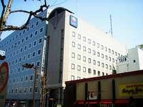 ホテル外観■契約駐車場は夕方18時から翌朝10時まで無料