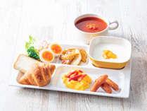 【盛り付け例】洋風中心のビュッフェスタイルの朝食です。お好みの組み合わせでお楽しみください。