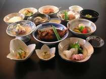 玄海灘の旬の魚介類をふんだんに用いた会席料理(一例)