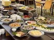・朝食は和洋バイキングです。自慢の手作り料理をどうぞ