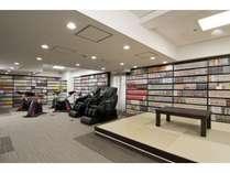 ・コミックルームは3階です。御利用時間は12:00~2:00および5:00~9:30です。
