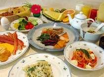 朝食は ボリューム満点の和洋ビッフェ