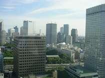 ホテル客室からの景色 東京のビル郡を一望