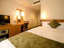 ベッド幅140cmのダブルは全室デュベ仕様。カップルにお勧めです!
