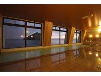 スケールの大きな陸奥湾の眺めと潮騒を満喫しながら温泉をご堪能下さい。