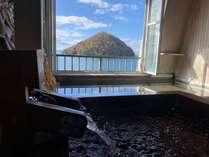 陸奥湾に面す露天風呂