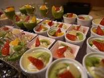 デザート(和洋スィーツ)、フルーツ、アイスも食べ放題!